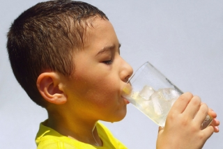 Loại bỏ ngay những thói quen xấu gây tiêu chảy cho trẻ trong mùa nắng nóng